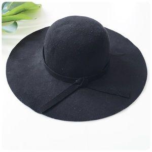 Accessories - Wide brim black floppy hat